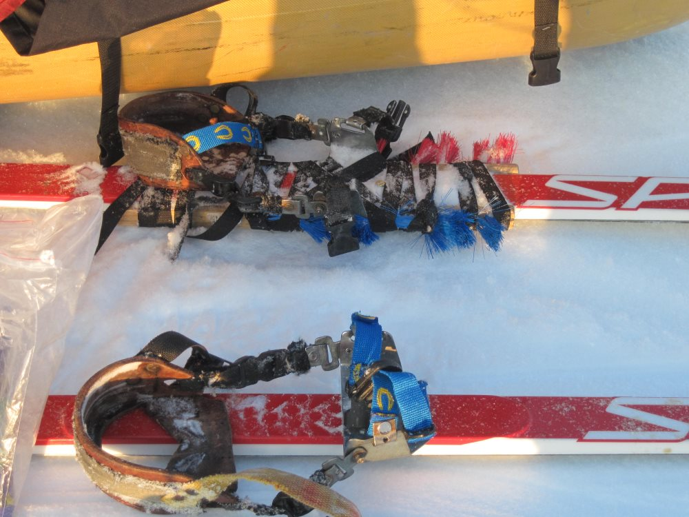 Miroslav's splinted ski (top)